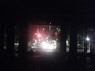 門から明かり