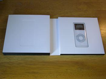 iPod_nano_package_open