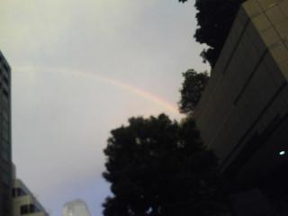虹って綺麗だけど不気味