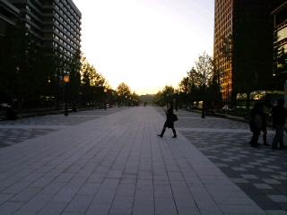 東京駅丸の内前にこんな道あったっけ?